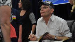 Стивън Кинг помага на деца да издадат книга, вдъхновена от пандемията