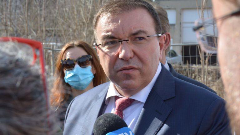 Министърът на здравеопазването Костадин Ангелов заяви, че ваксините идват регулярно