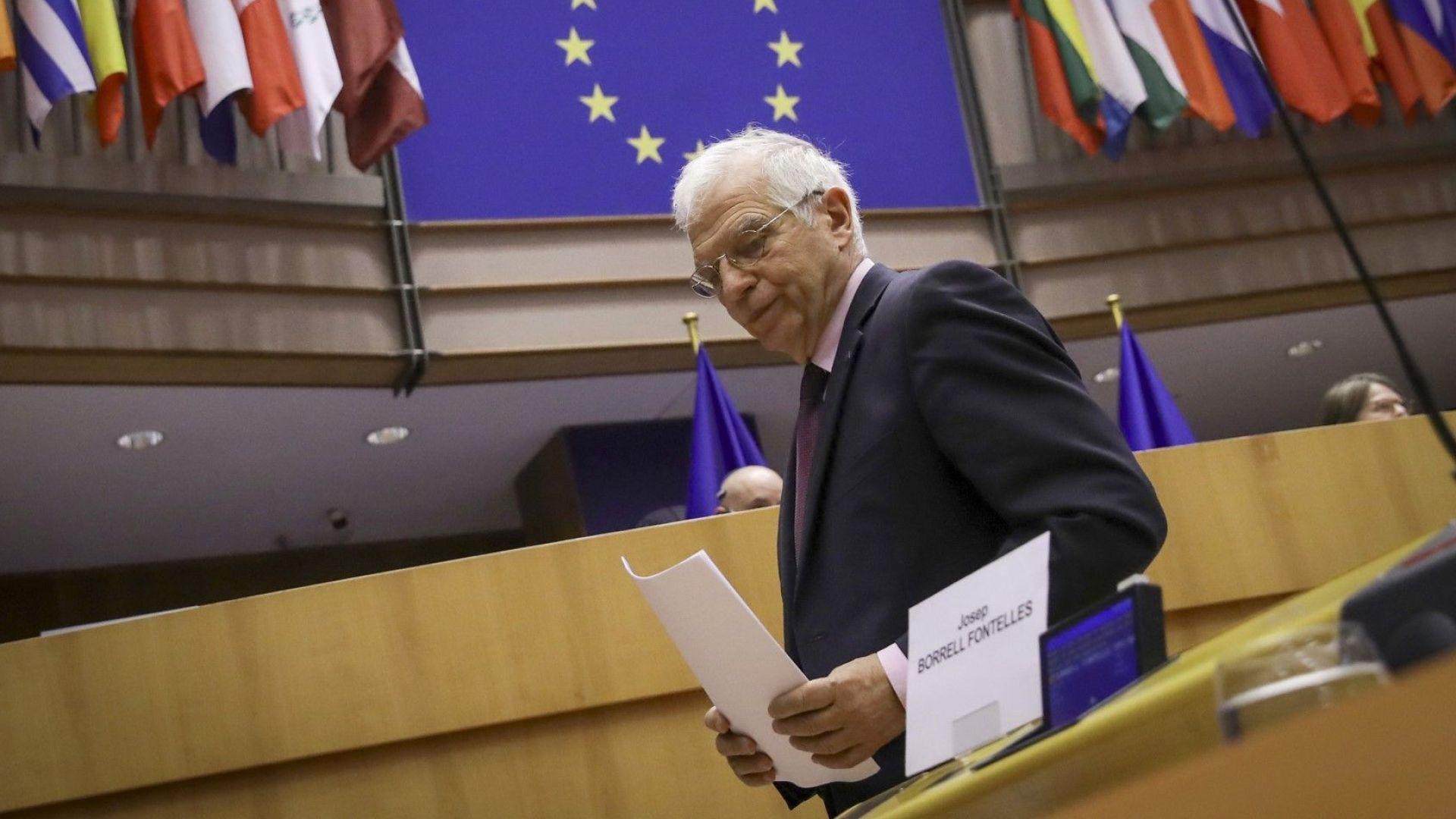 Повечето евродепутати силно критикуваха Борел за визитата му в Русия