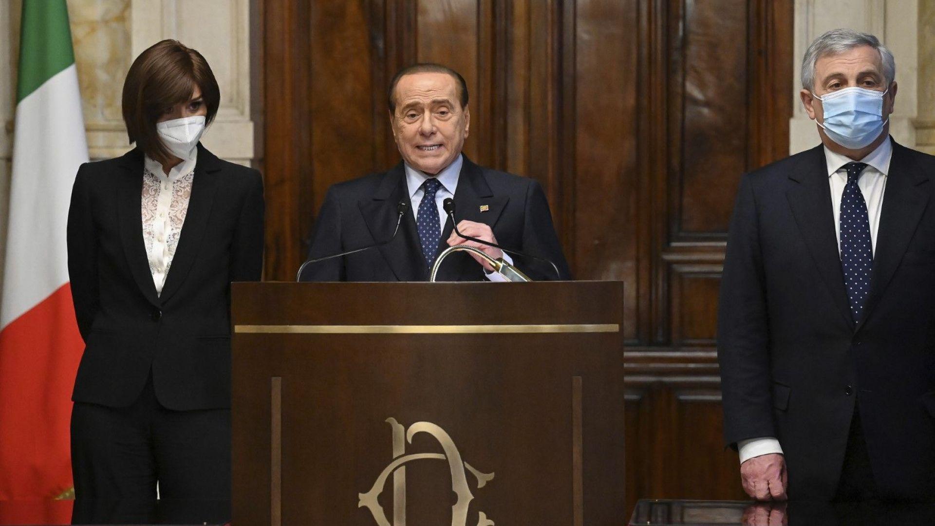 След месеци отсъствие и лечение Берлускони се появи, за да подкрепи Марио Драги