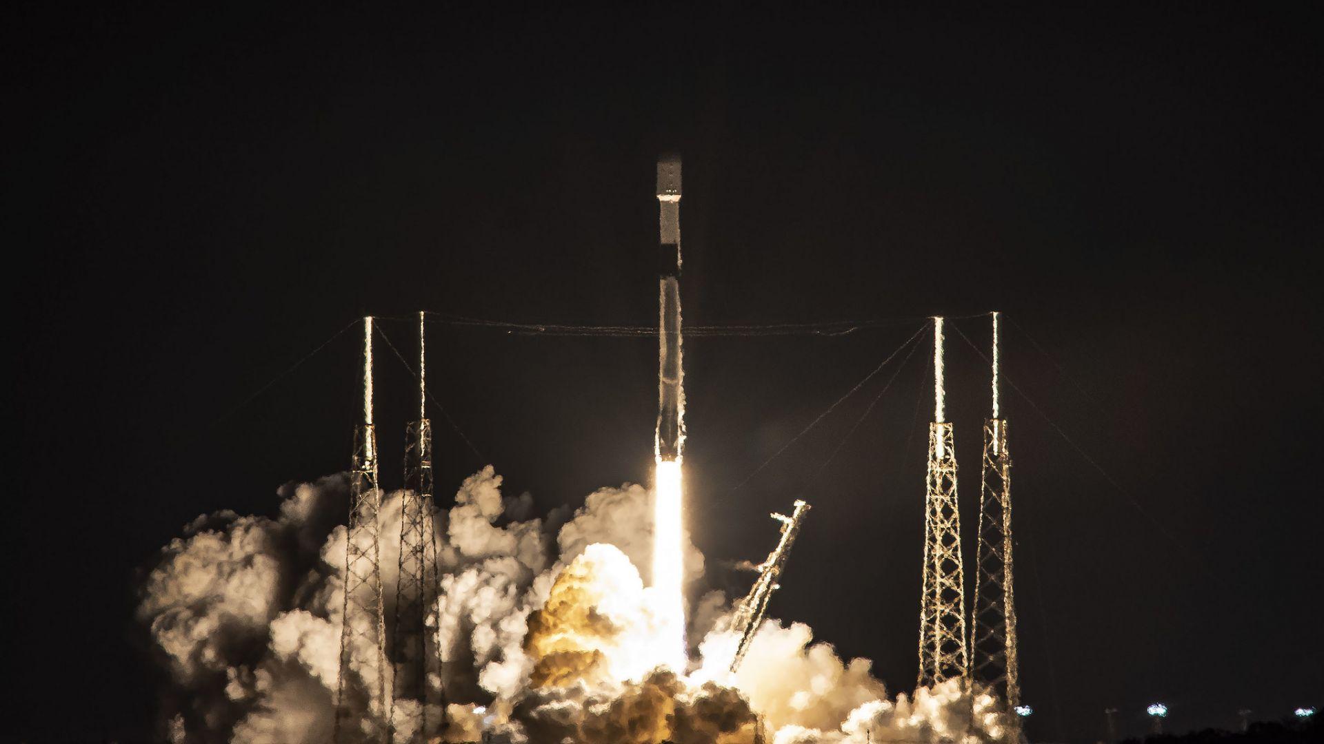 SpaceX изстреля ракета носител с 60 микросателита