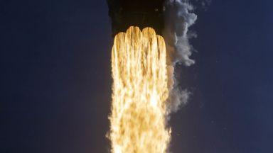 SpaceX изстреля ракета с 60 микроспътника Starlink