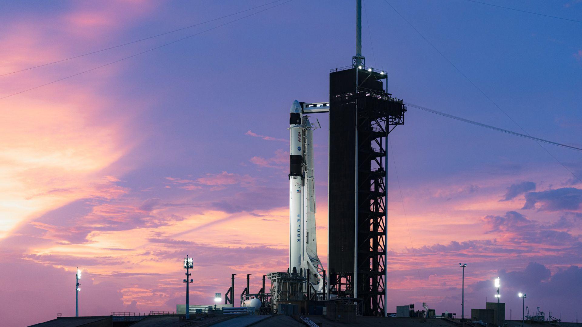 SpaceX ще осъществи първия си изцяло цивилен полет
