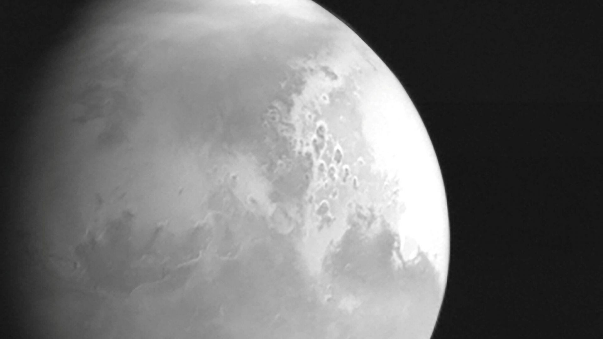 """Китайската сонда """"Тянвън-1"""" изпрати видеозапис от орбитата на Марс"""