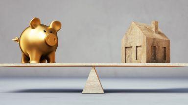 Броят на кредитите и депозитите намалява, но размерът им расте