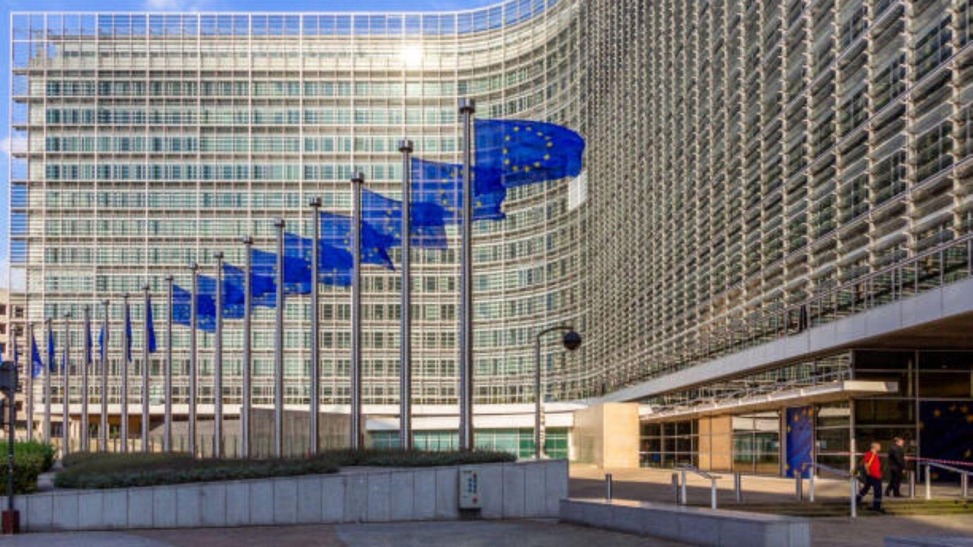 ЕК вика руския посланик заради решението на Москва да наложи санкции на европредставители