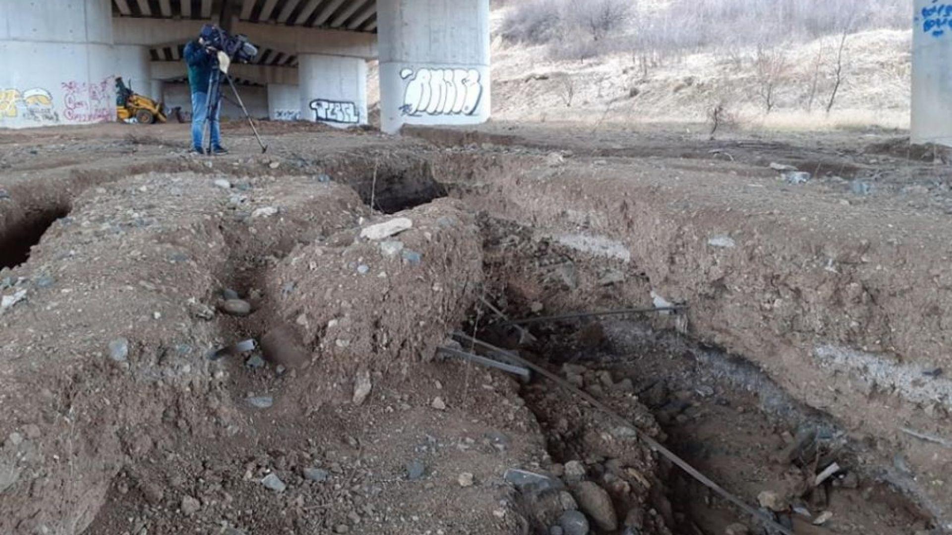 "Вода е изкопала 2-метрови улеи до носещи колони на магистрала ""Струма"""