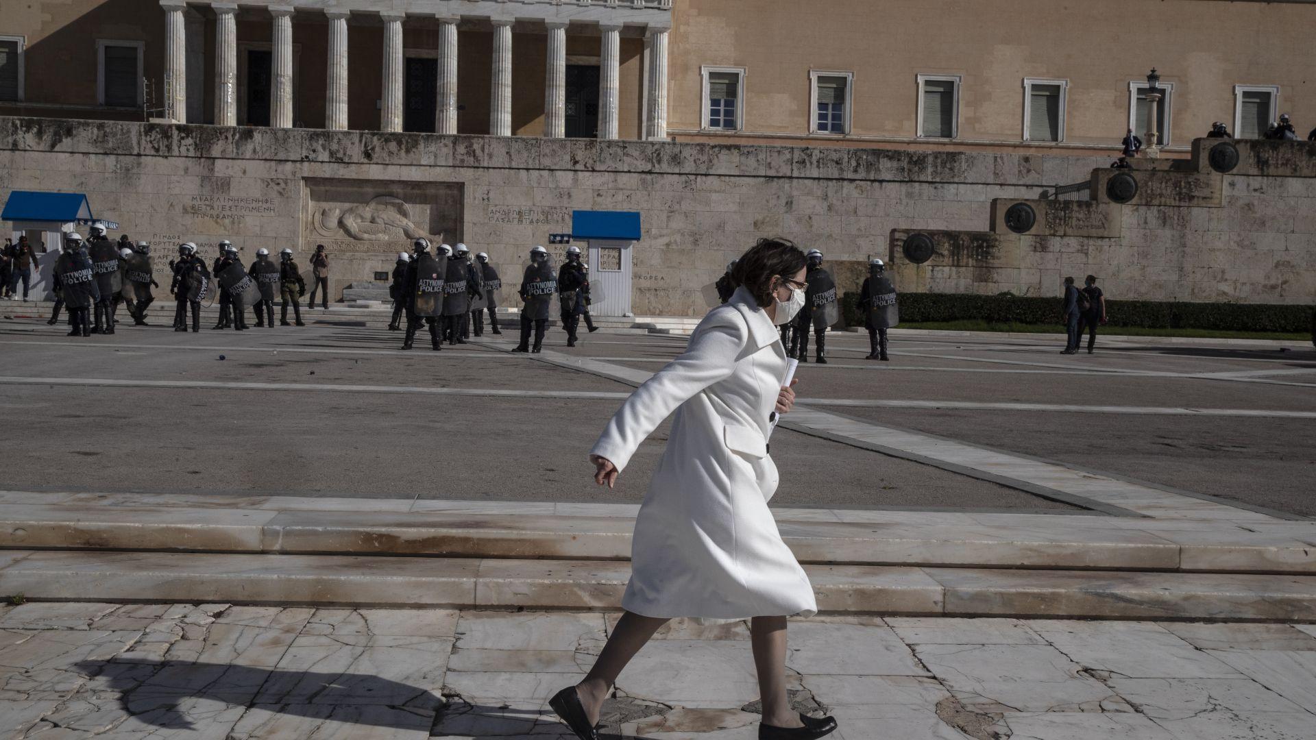 """Половината гърци """"под ключ"""": Пълният локдаун е в сила (снимки)"""