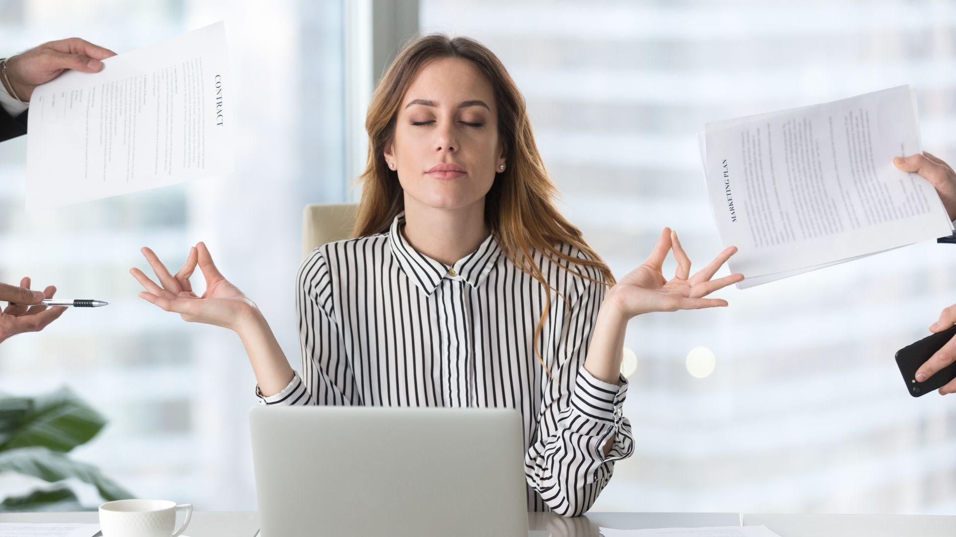 Пречат ли ни емоциите на работното място?
