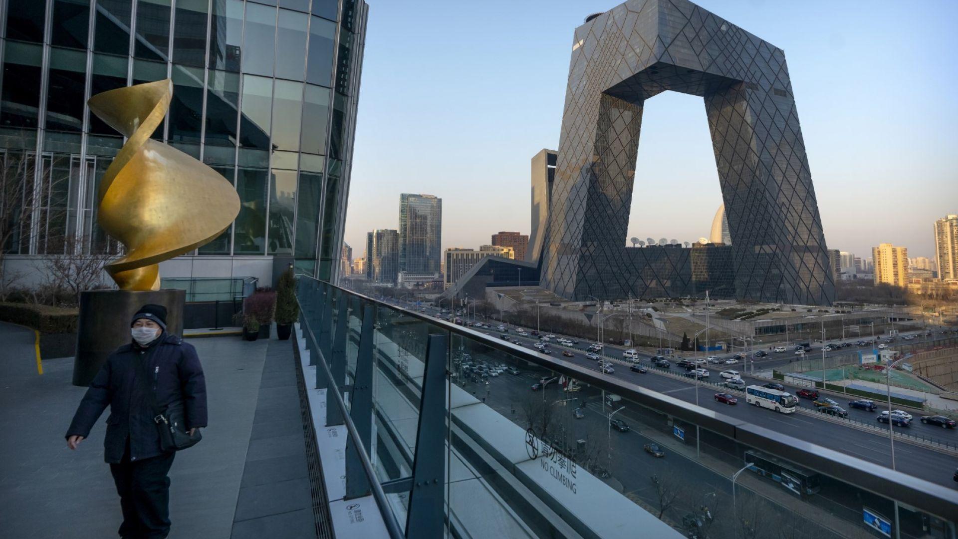 Телевизионен скандал и поредна размяна на удари между Запада и Пекин