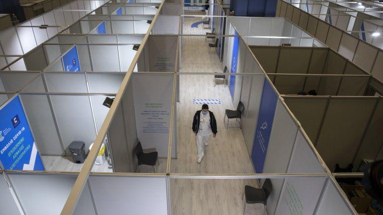 Гръцкият премиер Кириакос Мицотакис посети днес първия ваксинационен мега център