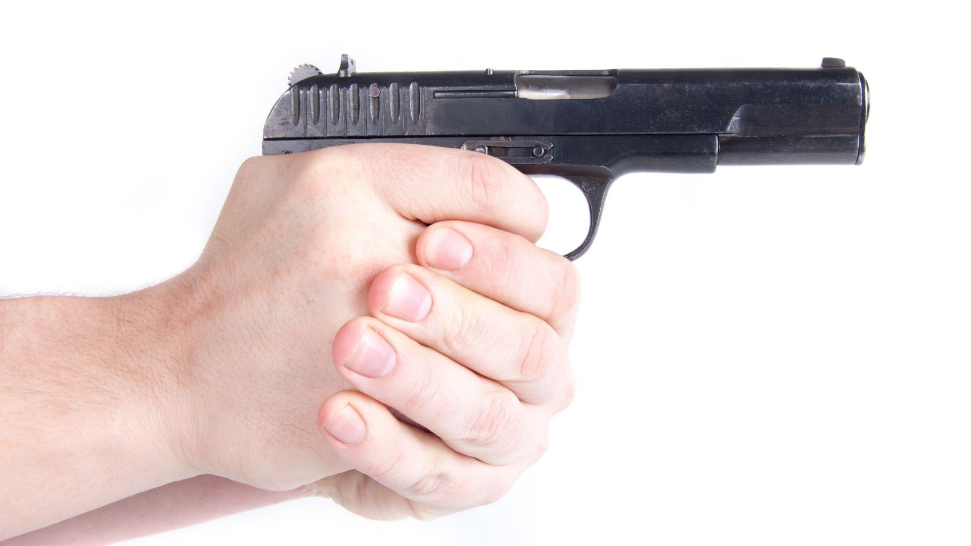 Застреляха касиер на бензиностанция в Германия заради спор за маска