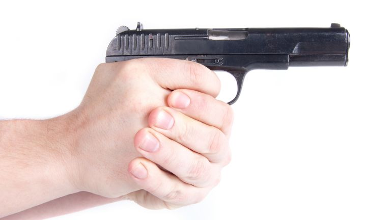 Касиер на бензиностанция беше застрелян в резултат на спор за