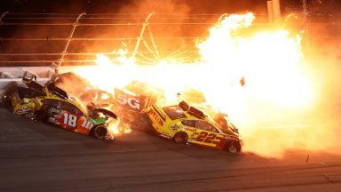 """Огън, гръмотевици и дебютен успех в култовата надпревара """"Дайтона 500"""""""