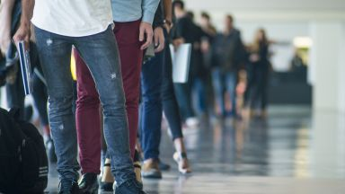 176 000 души са останали без работа по принуда през първото тримесечие