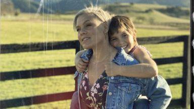 Страхотен тандем: Пинк пусна песен с дъщеря си Уилоу (видео)
