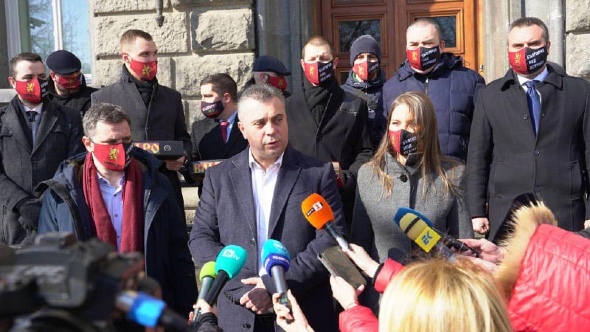 """ВМРО, """"Атака"""", """"Русофили"""" и КОД също се регистрираха за изборите (снимки)"""