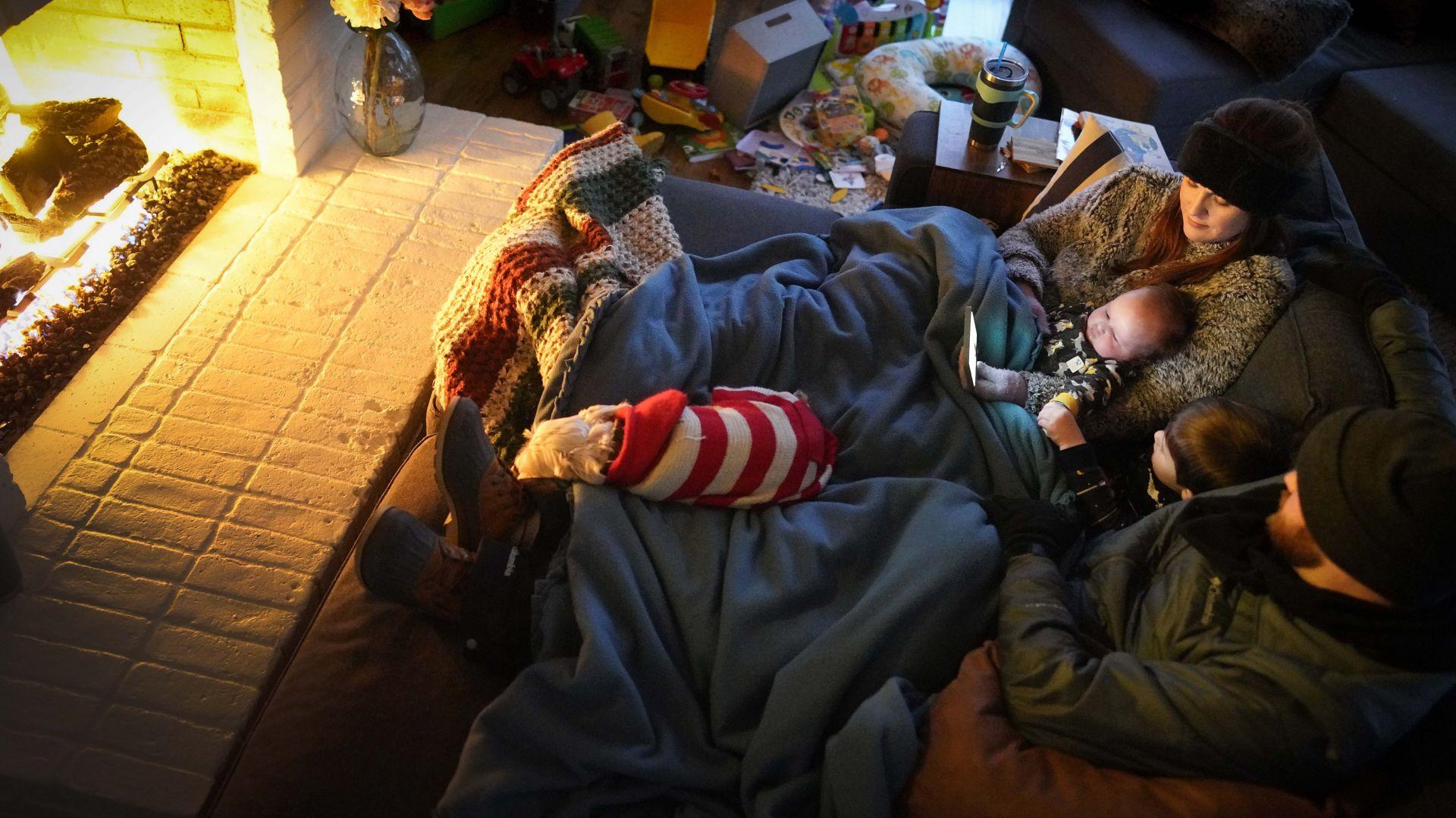 Тежка зима в Гърция, Турция, Русия и САЩ: 8 милиона зъзнат и без ток (снимки и видео)