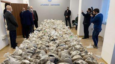 Митничар участвал в трафика на 400-те кг хероин за 32 млн. лв. във Варна (видео)