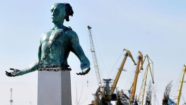 Скулптурата на Боян Мага президвика спор сред бургазлии
