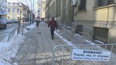 Ледени късове раниха жена в центъра на София