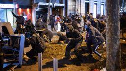 Хиляди протестираха в испански градове срещу задържането на известен рапър (снимки, видео)