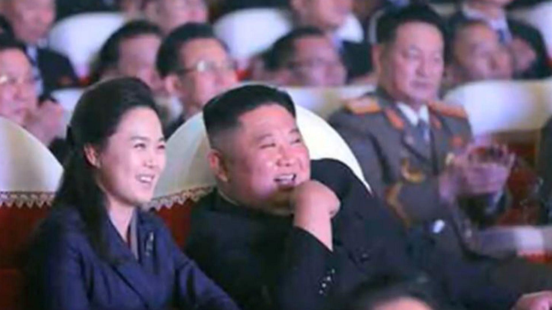 Съпругата на Ким Чен-ун се появи на публично място за пръв път от една година (видео)