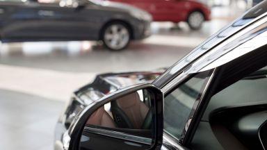 Трети месец скок на продажбите на нови коли в България и ЕС през май