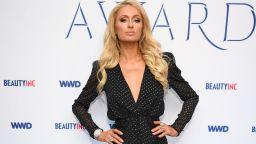 """Парис Хилтън сменя 10 рокли на сватбата си, казва """"да"""" във Valentino"""