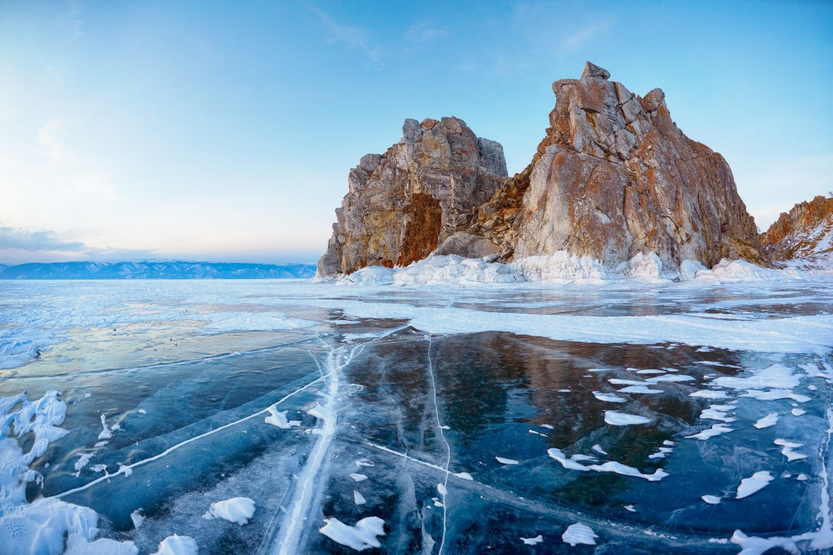 Езерото Байкал и връх Шаманка