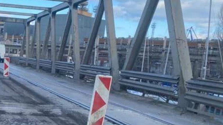 Започнахме дългоочаквания цялостен ремонт на стария метален клапов мост -