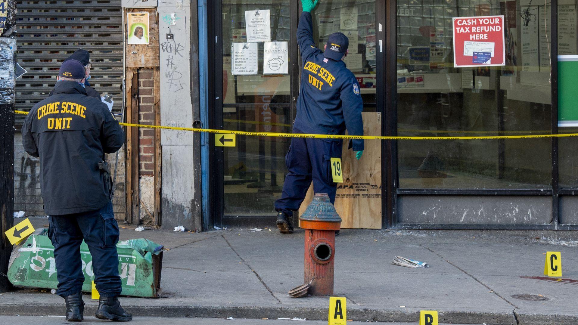 Осем души пострадаха при стрелба във Филаделфия (видео)