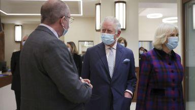 Принц Чарлз благодари на медиците и персонала на болница в Бирмингам