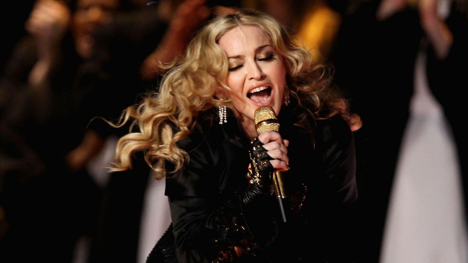 След 12 г. осъдиха виновните за рухналата сцена по време концерта на Мадона в Марсилия