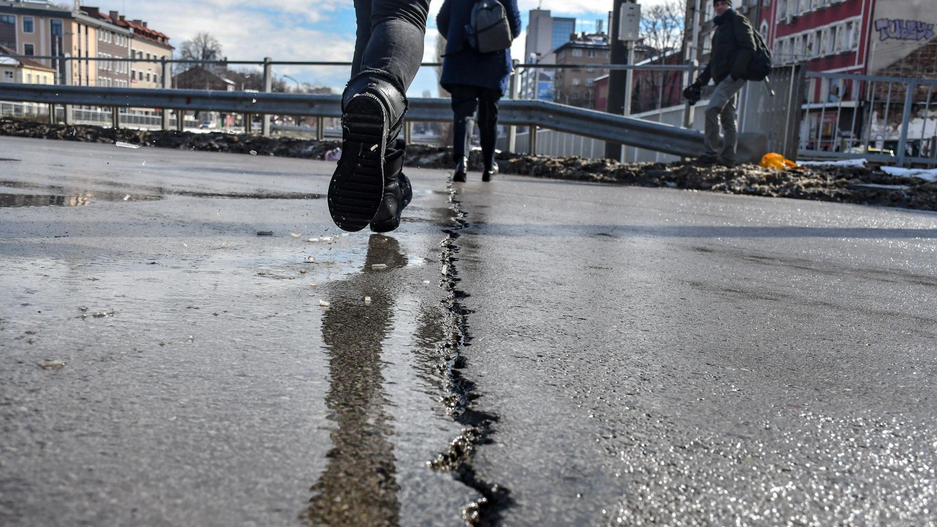 """""""Без истерии - Лъвов мост няма да падне"""": Дефектите били нещо нормално"""