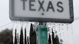 Първо уволнение заради мръзнещите без ток милиони в Тексас