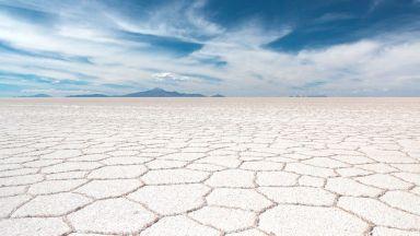 Салар де Уюни: Пустинята от сол, в която ходиш по облаците