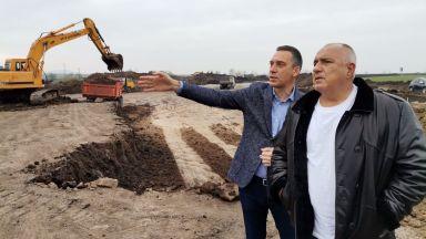 Премиерът инспектира Северния обход на Бургас и новата спортна зала в града