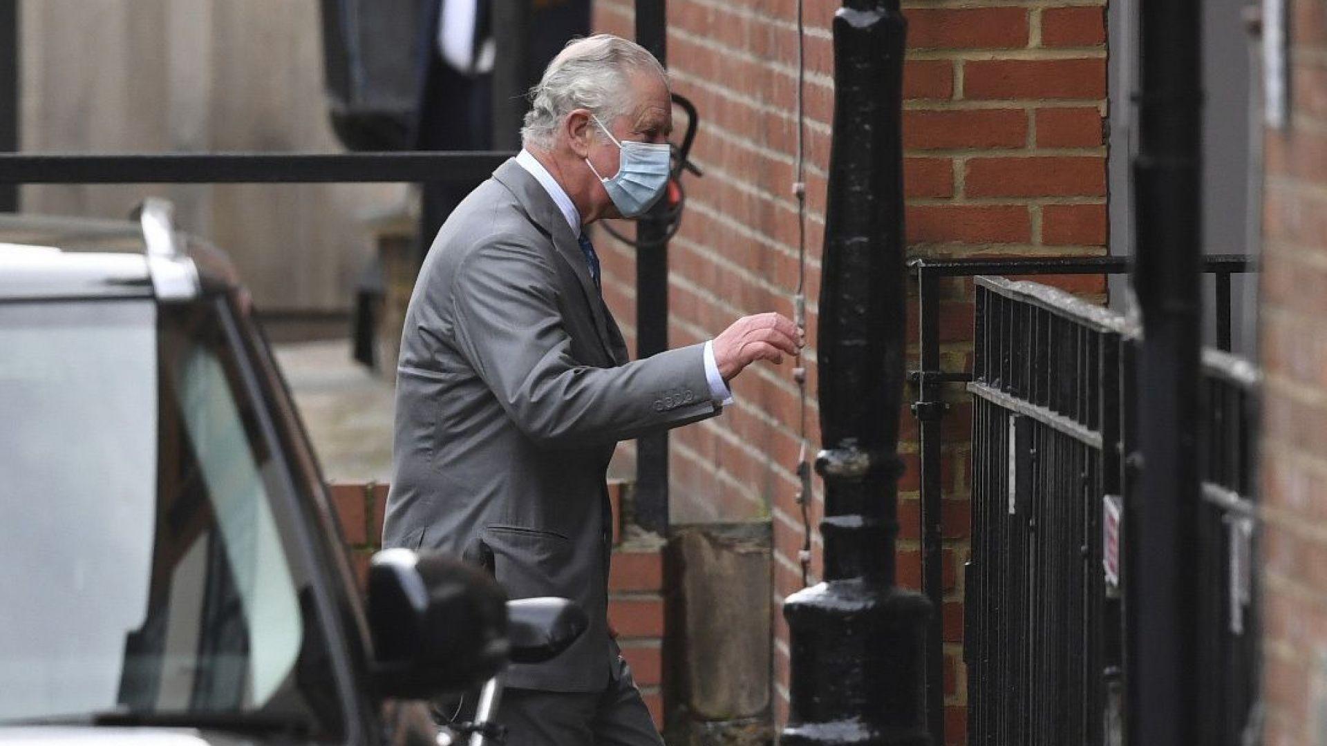 Принц Чарлз посети в болницата баща си принц Филип