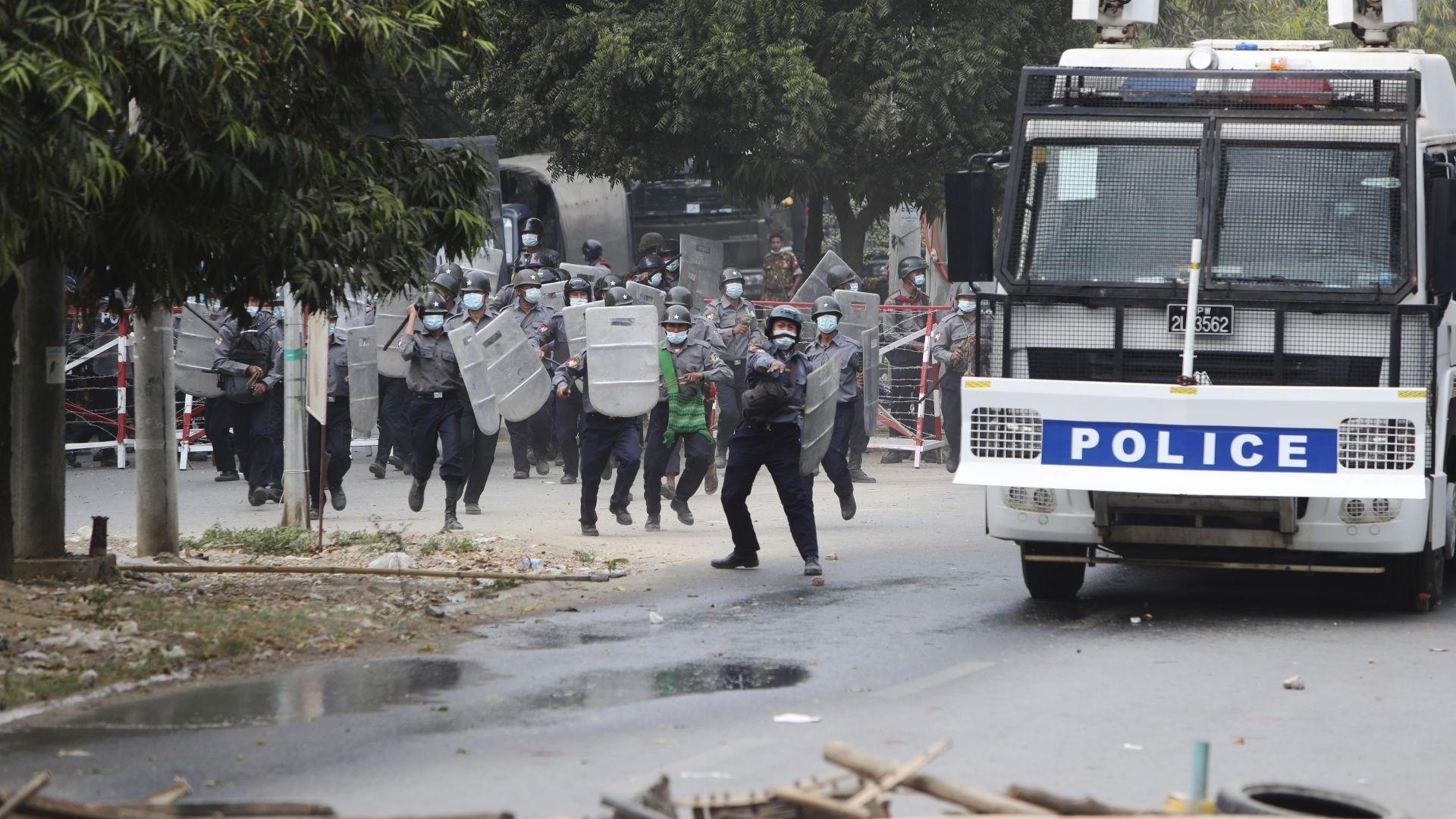 Простреляха в главата жена в Мианма, демонстрантите я обявиха за героиня