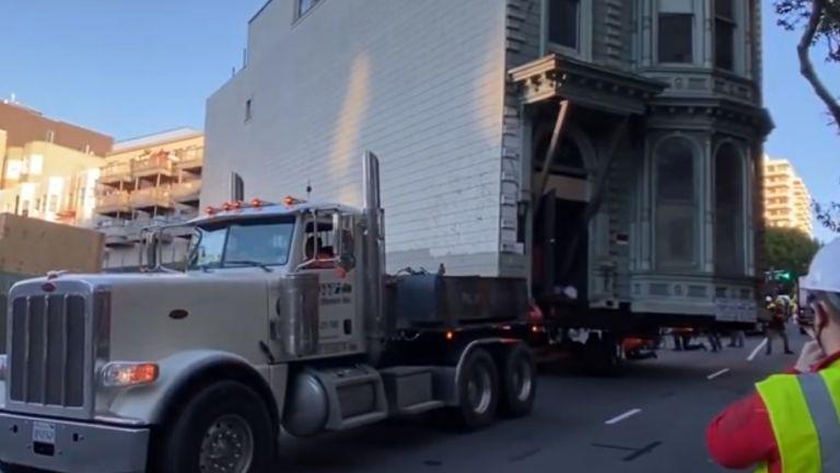 139-годишна къща в Сан Франциско вече има нов адрес, след