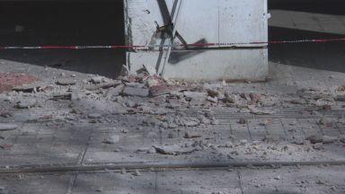 Нов инцидент в центъра на София: Мазилка рухна на метри от пешеходци