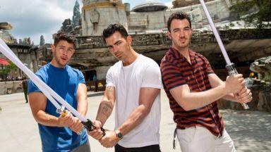 Джо, Ник и Кевин Джонас отрекоха слуховете, че триото им се разпада