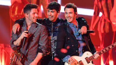 Jonas Brothers се разделят отново