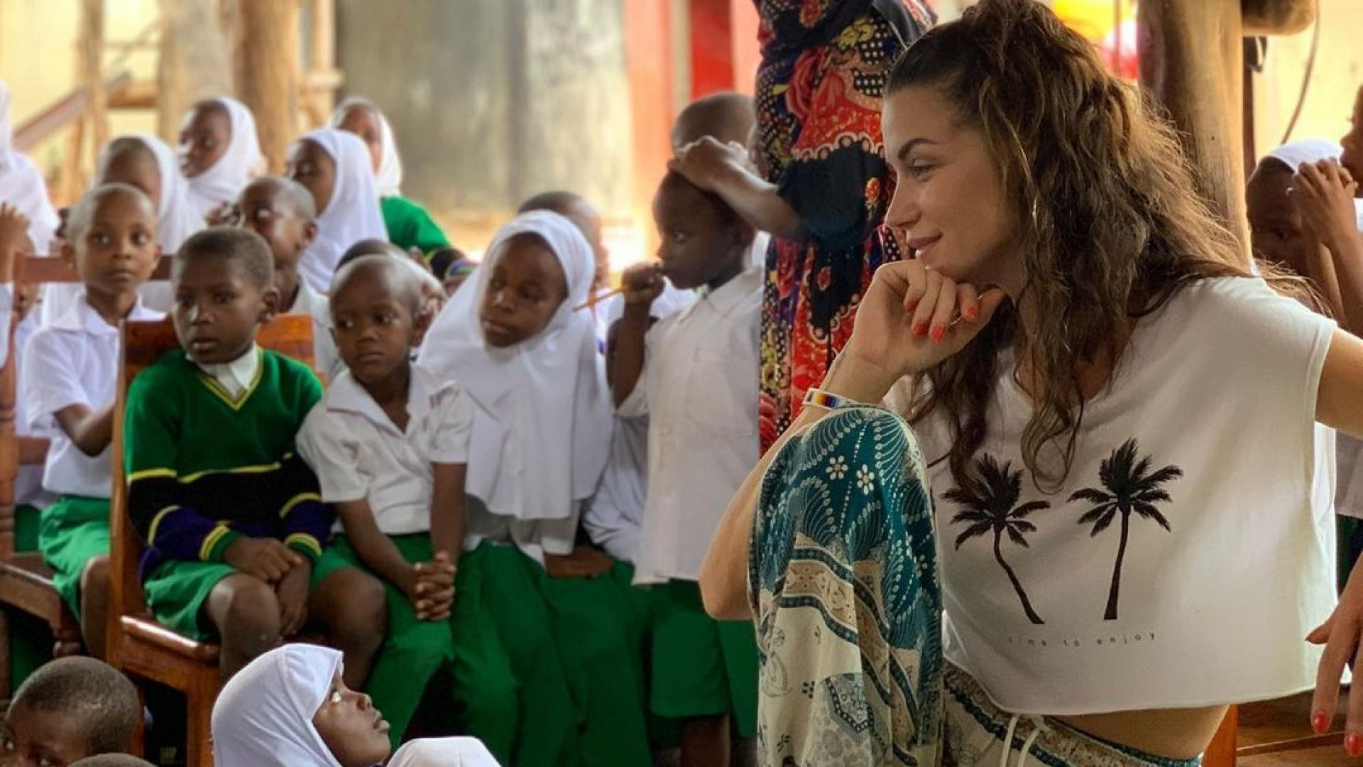 Диляна Попова зарадва ученици в Занзибар