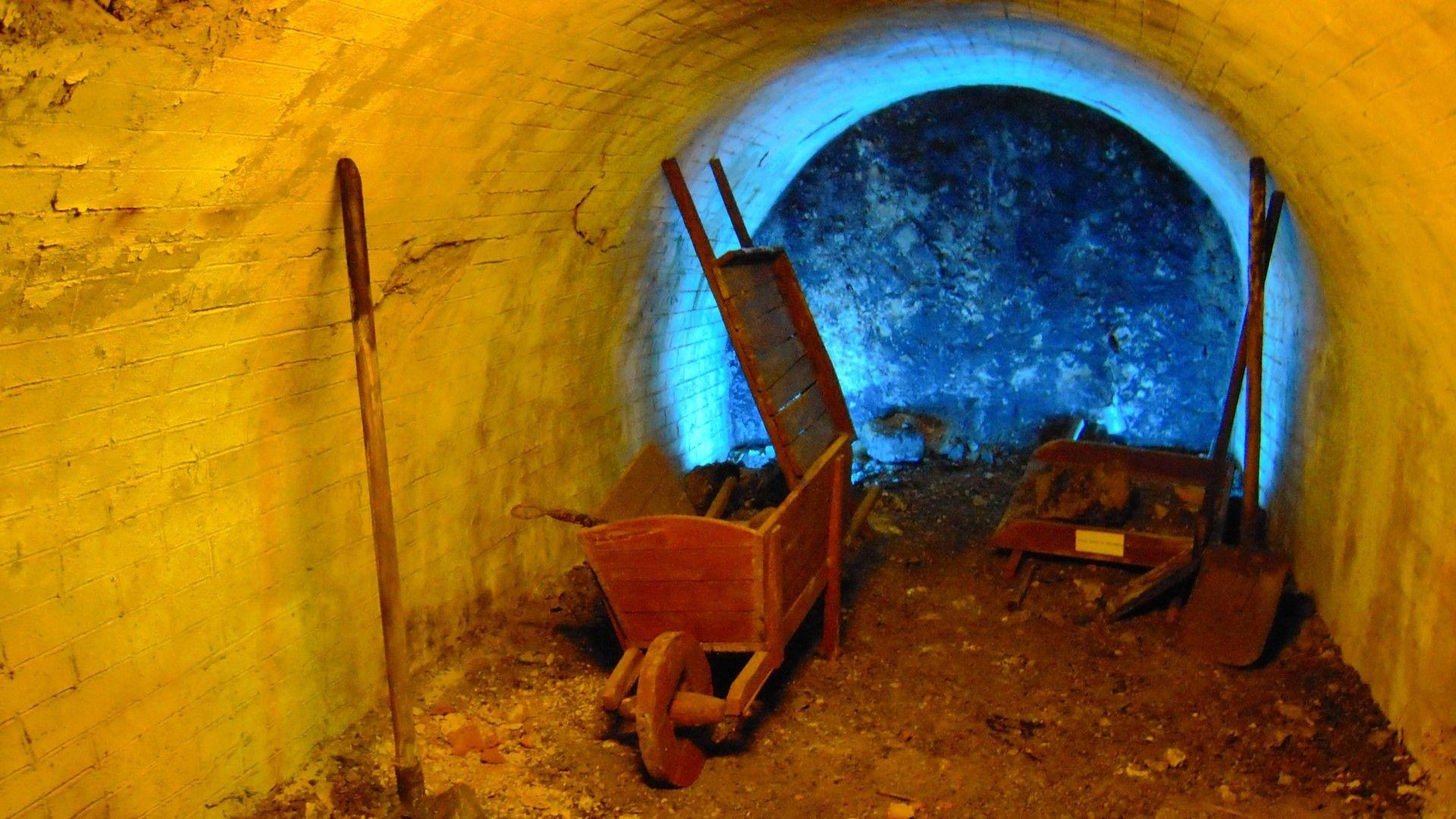 С каска под земята: Минен музей в Перник