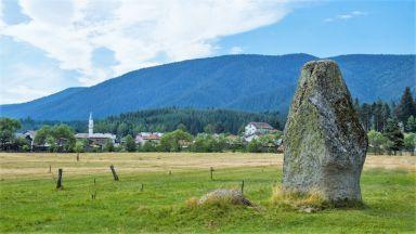 Тайнственият камък, който сбъдва желания в село Побит камък