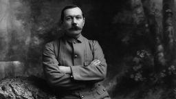 Мрачна приказка за Изтока от създателя на Шерлок Холмс за пръв път на български