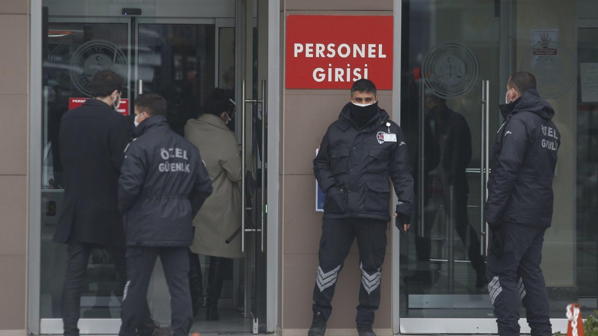 """Турция вкара в графа """"трафик на мигранти"""" бягството на Карлос Гон през Истанбул"""