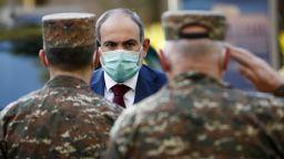 Пашинян взе главите на военните шефове, които поискаха оставката му